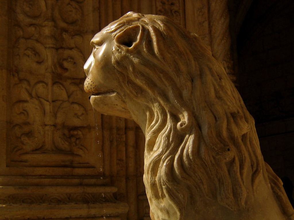 Lion Fountain, Monastery of St. Jerome - Another highlight of St. Jerome Monastery cloister is its lion fountain, which has been dripping water from its jaws for the last 500 years.