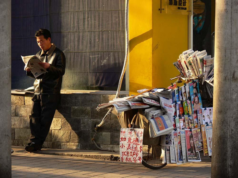 Mobile newsstand - This Beijing newsstand is ready to roll at any time.