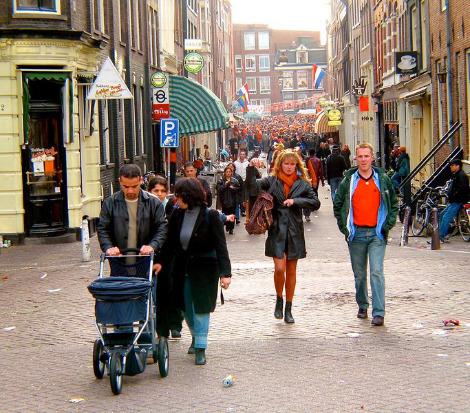 Queens Day Street Party - Some come, others go, as Amsterdam's Queens Day street parties roar on into the evening.