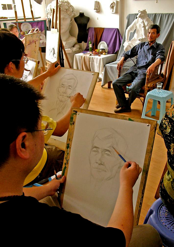 Community Art Class, Shanghai - We visited a Shanghai neighborhood community center and watched art students practice using a live model.