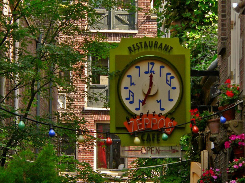 Musical clock, Amsterdam - Zeppos Restaurant features a clock with musical notes for numbers.
