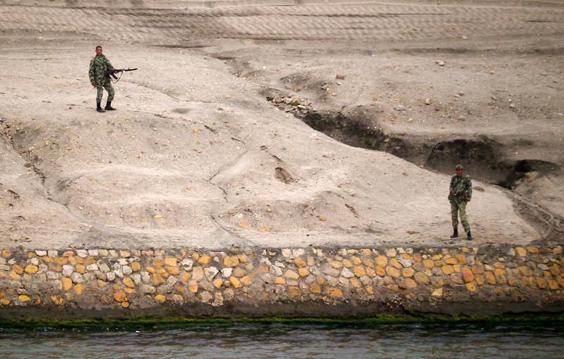 Soldiers, Suez Canal, Egypt