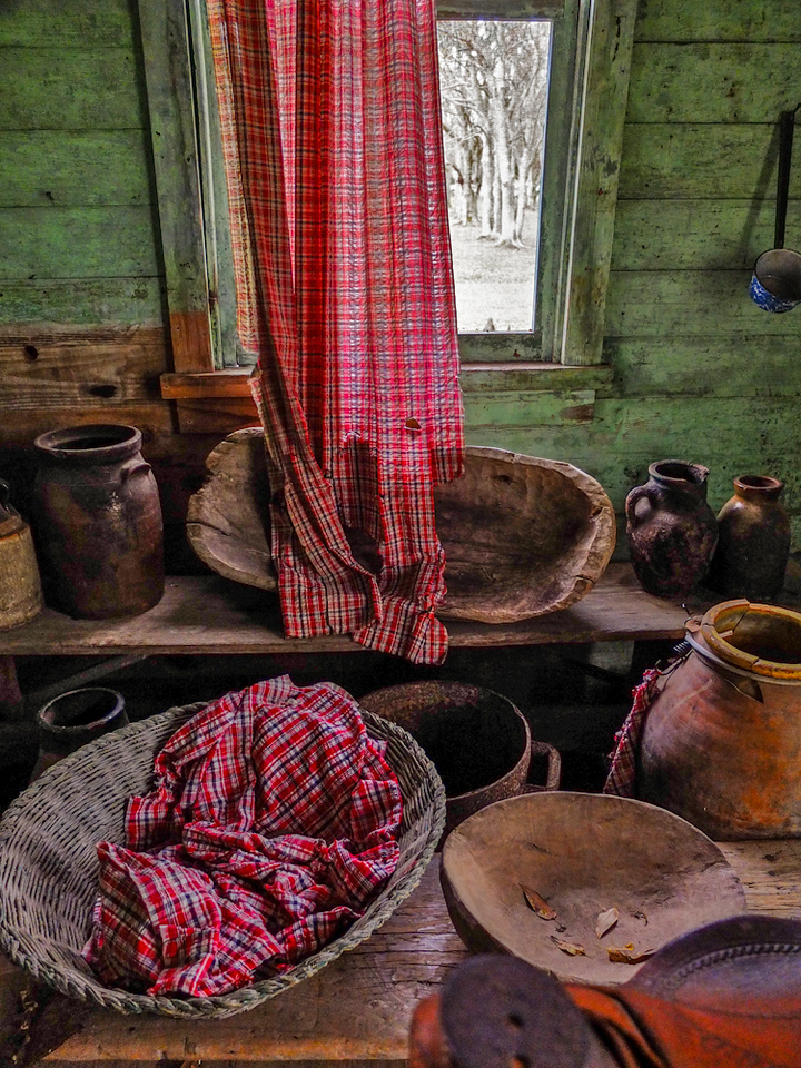 Slave cabin, Laura Plantation, Vacherie, Louisiana