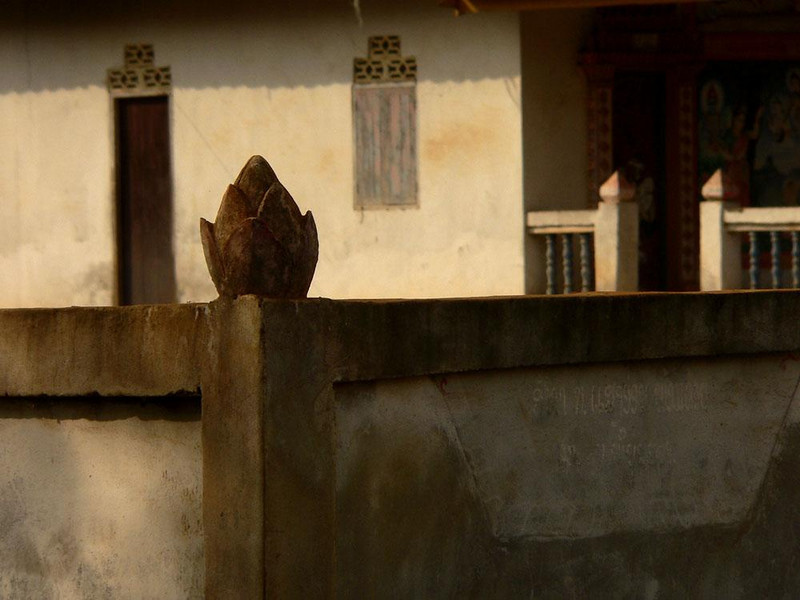 Lotus Fence, Huay Xai - The lotus, an emblem of Buddhism, adorns the posts of this monastery fence.