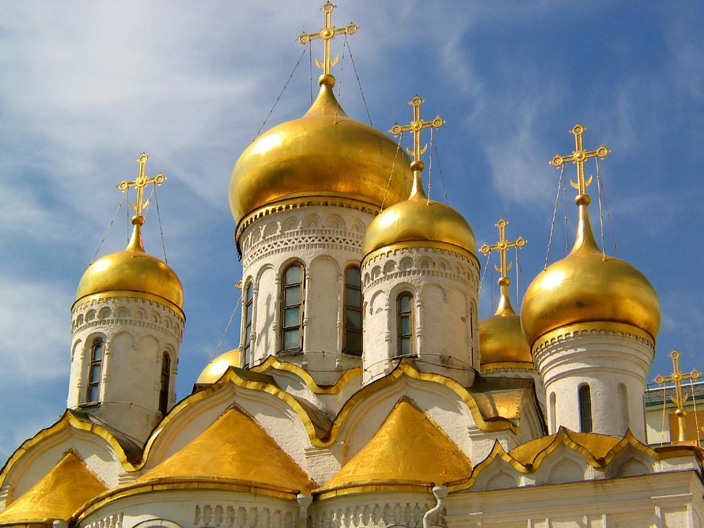 Medieval Moscow on display - The gilded medieval domes rising above Moscow's ancient churches have witnessed six hundred years of history. These crown the Kremlin's Cathedral of the Annunciation.