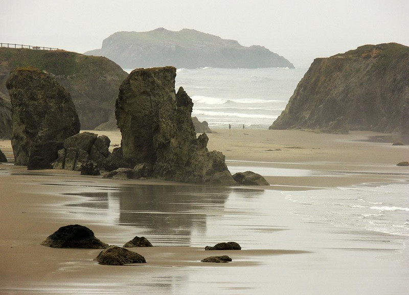 Coquille Point, Bandon - At low tide, the rocks of Bandon Beach are all visible. The area is part of the Oregon Islands National Wildife Refuge.