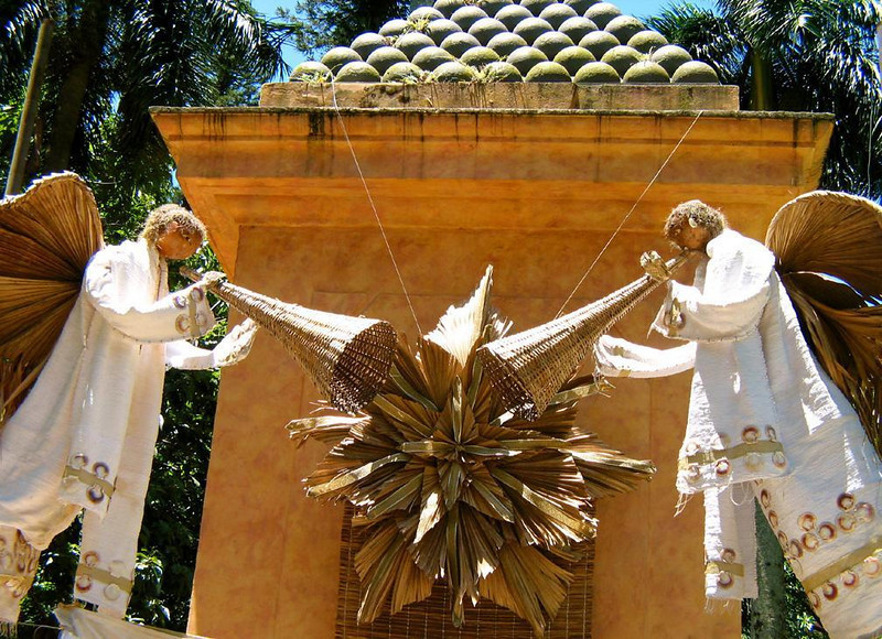 Heralding the season in Florianopolis - Angels, made entirely of natural materials, sound wicker trumpets under a pyramid of old cannonballs in tropical Florianopolis.