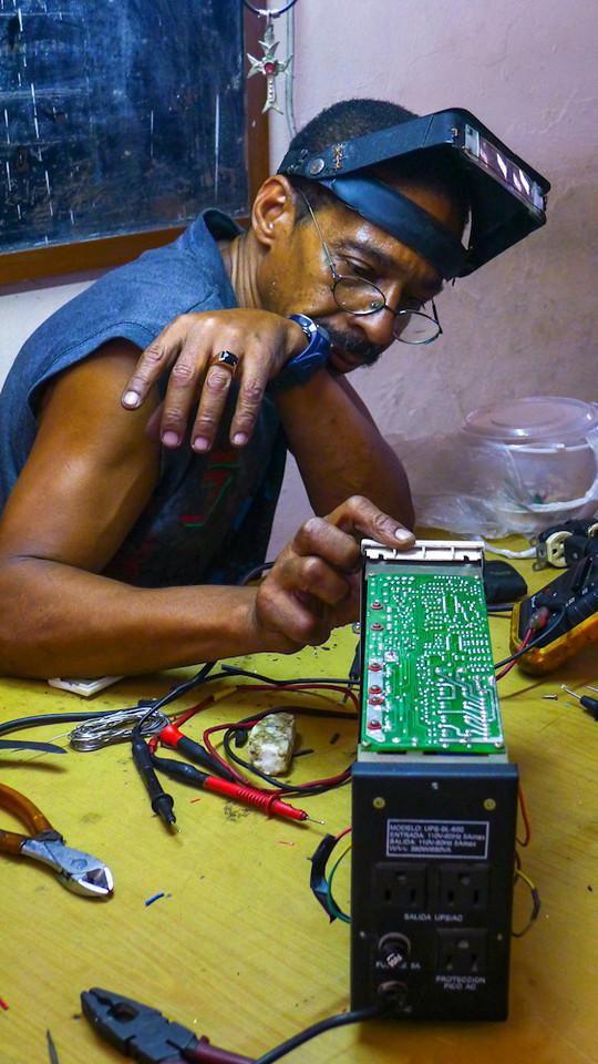 Computer repairman, Havana