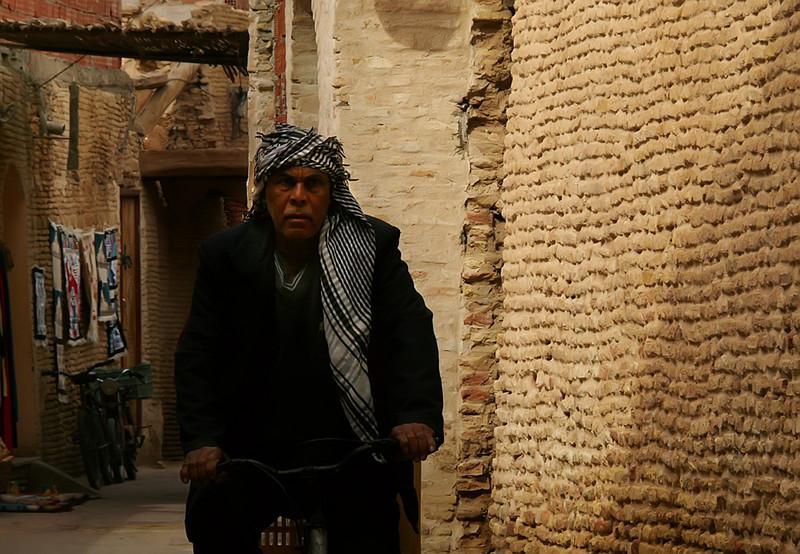 Cyclist, Tozeur