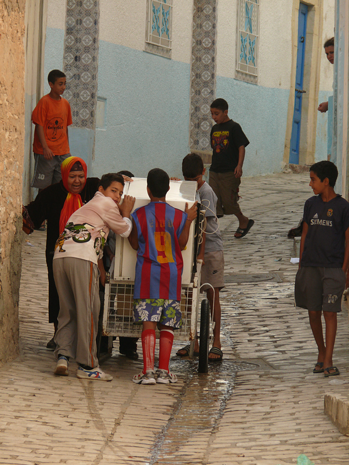 Moving the fridge, Sousse