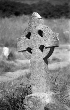 23 7-15-06 celtic cross gravestone