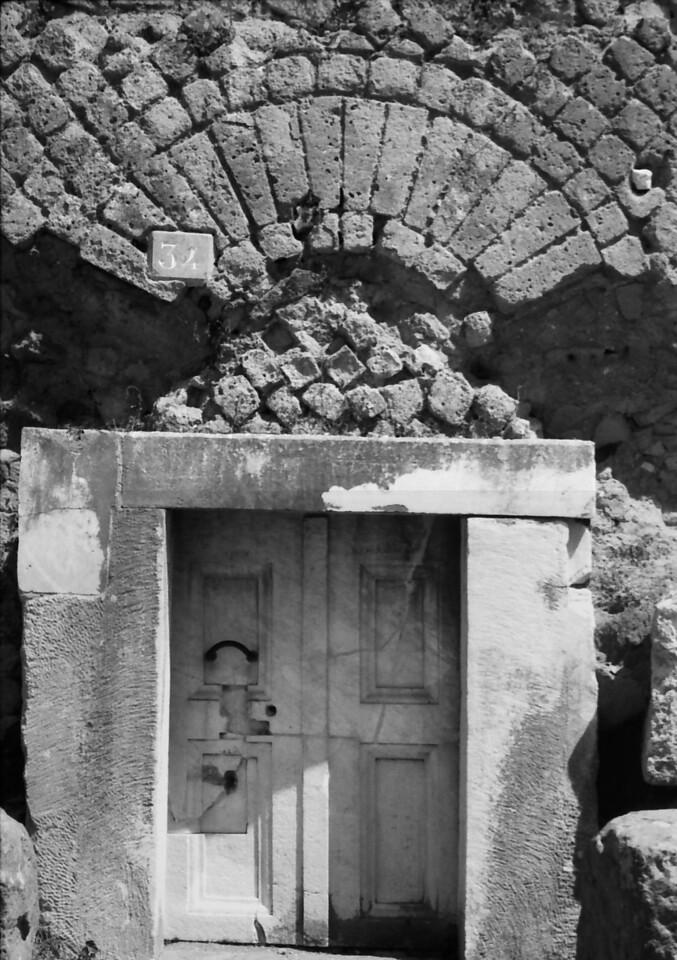 28 Pompeii