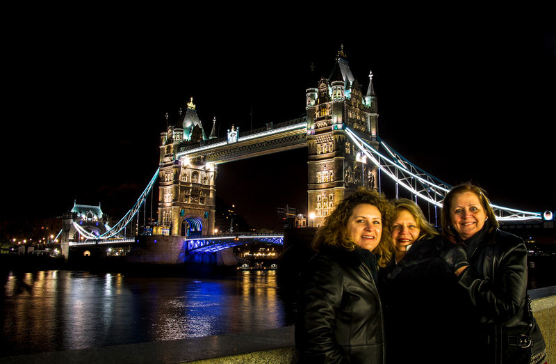 The girls in front of the Blood Bridge and the Tower