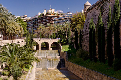 Es Baluard,the museum of modern and contemporary art of Palma (on the right)