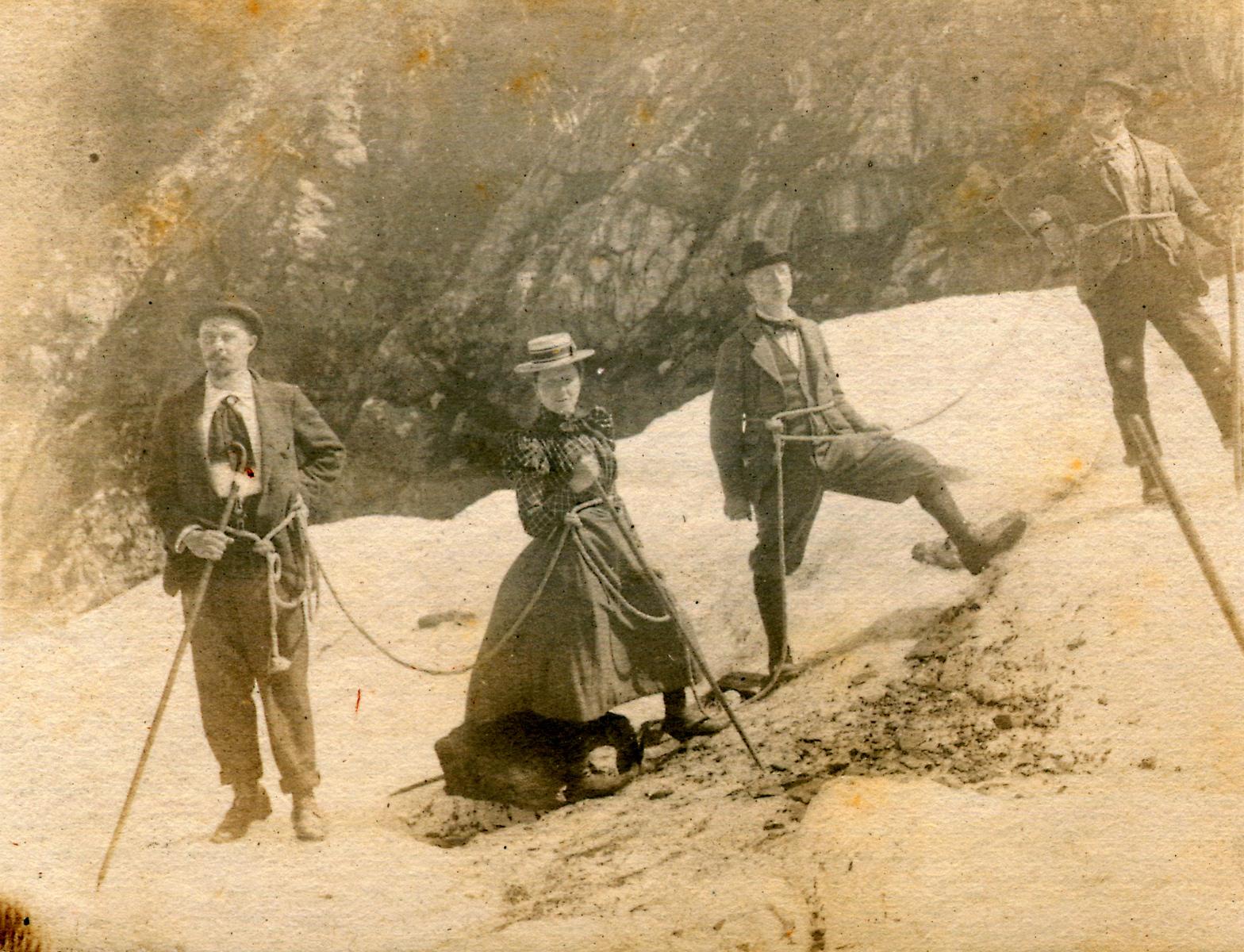 Alpinists ascending the Jungfrau, 1910/20