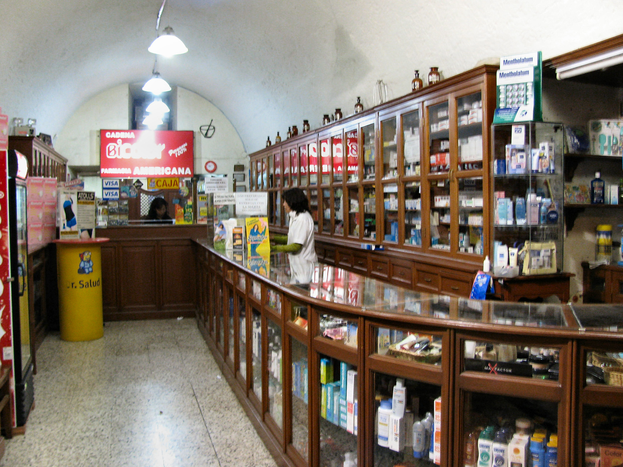 Una farmacia tradicional, como las de antes.<br /> <br /> An old fashion pharmacy, like the ones in the old times.