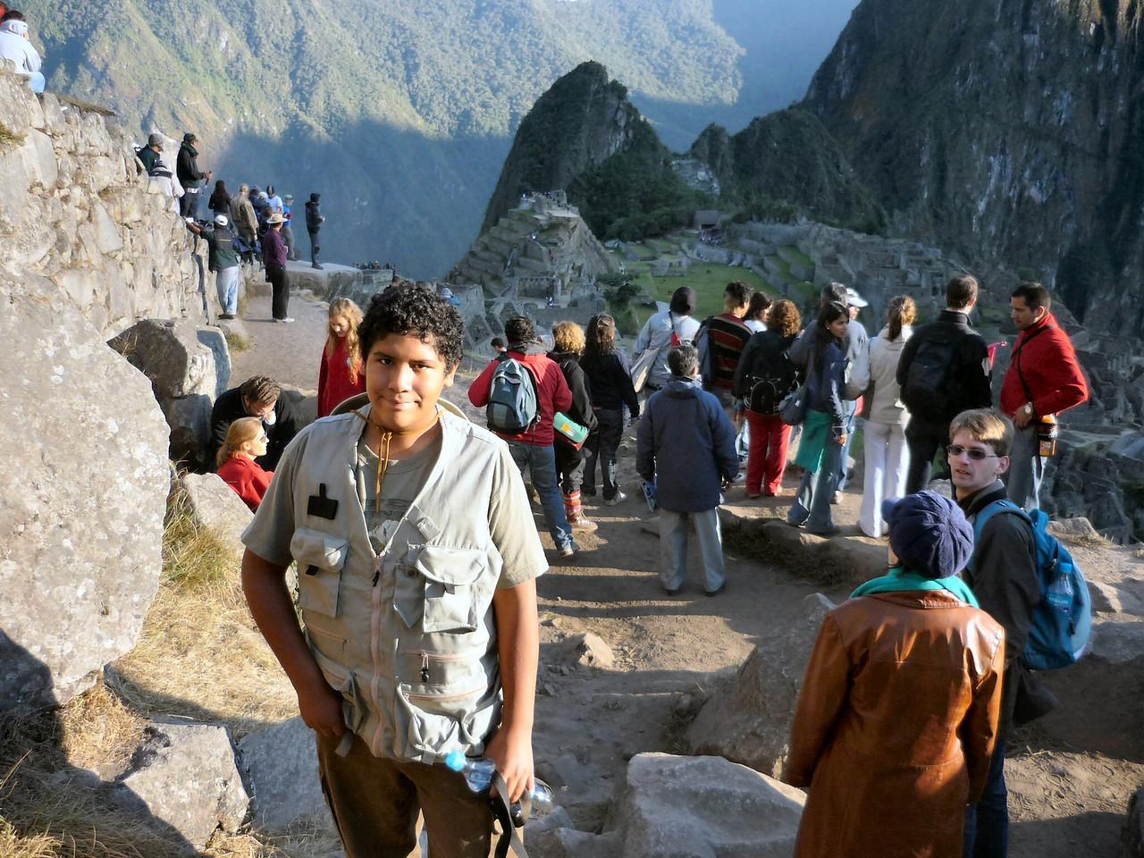 Observando el amanecer en Macchu Pichu