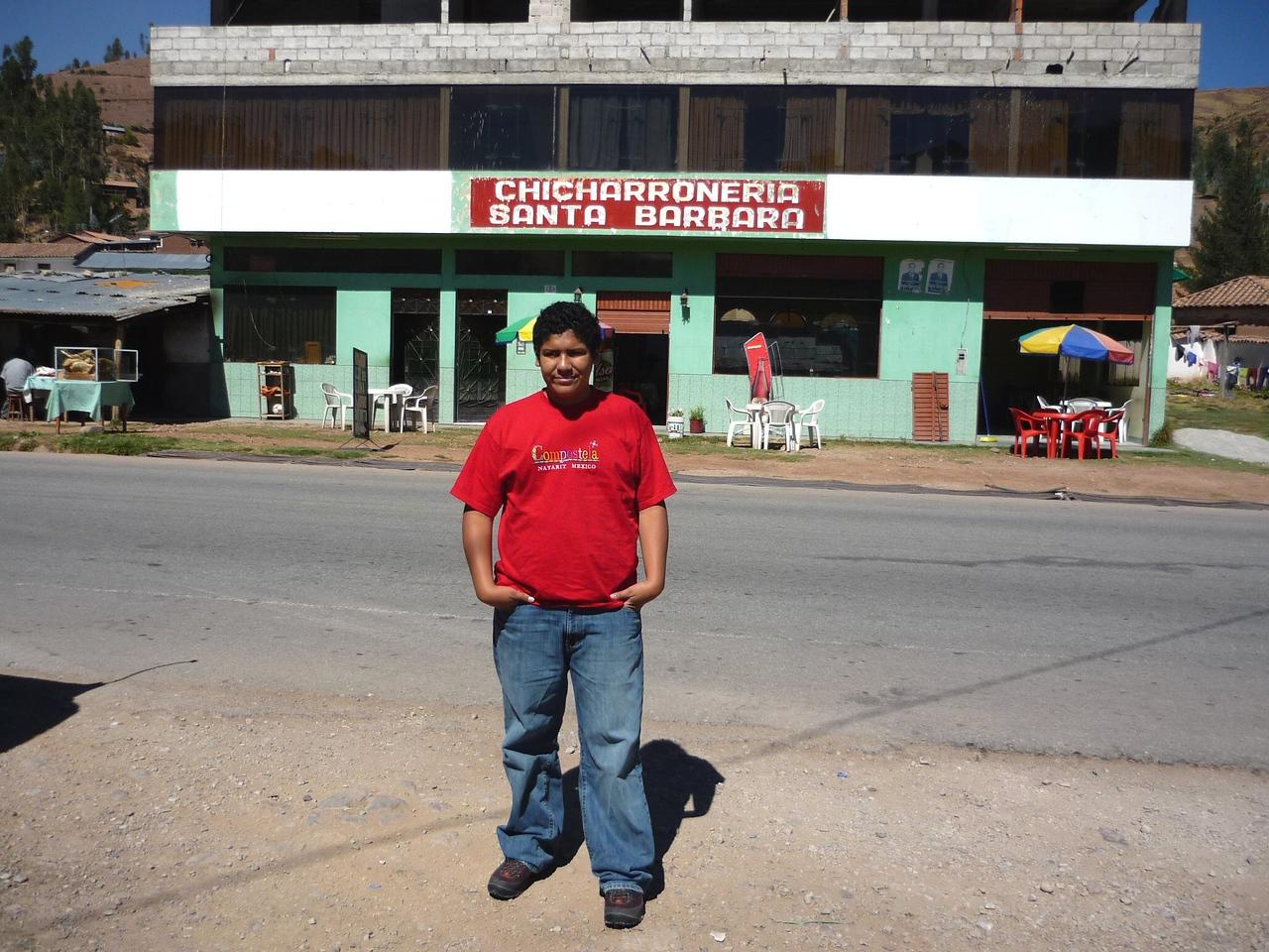 En el camino a Ollantaytambo, comimos Chicharrones y Caldo de Gallina de desayuno.