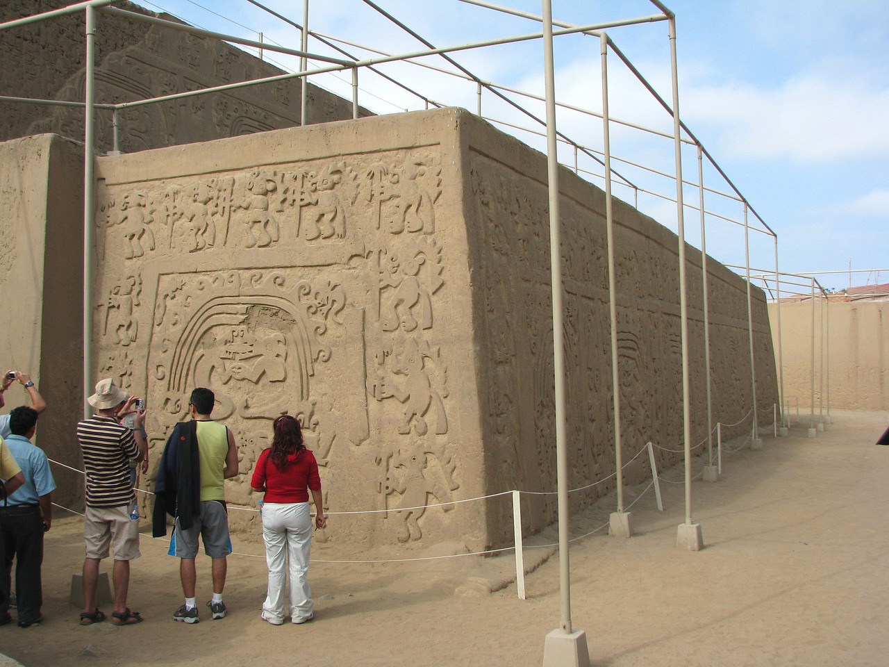 Here at the Huaca de la Luna.<br /> Aqui en la Huaca de la Luna.