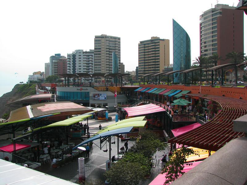 Shops and restaurants in Larcomar...<br /> <br /> Tiendas y restaurantes en Larcomar...