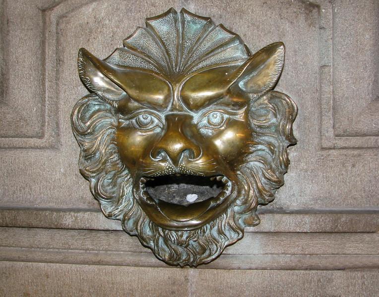 Door ornament in Lima.<br /> Adorno de una puerta en Lima.