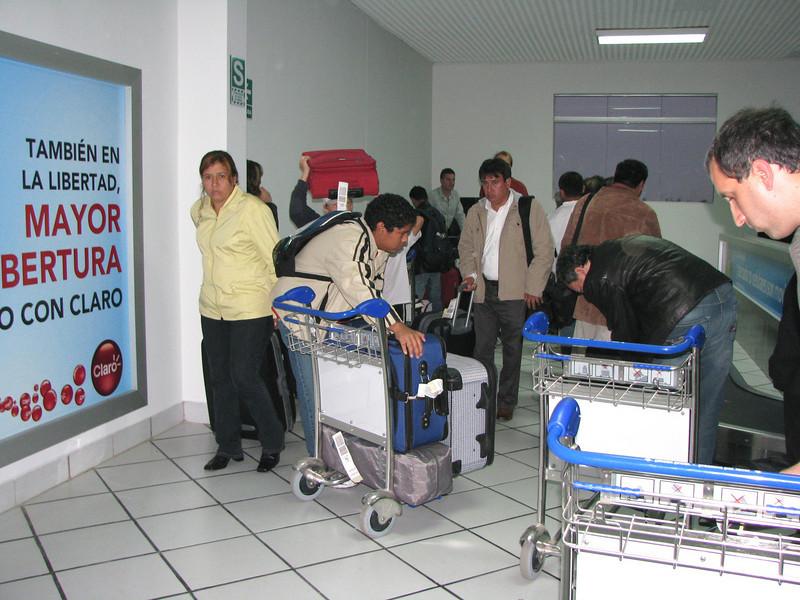 Arriving in Trujillo.  Caesar has never been here before, neither have I.  <br /> Arrivando en Trujillo.  Ni Cesar (hijo) ni yo conocemos la ciudad.