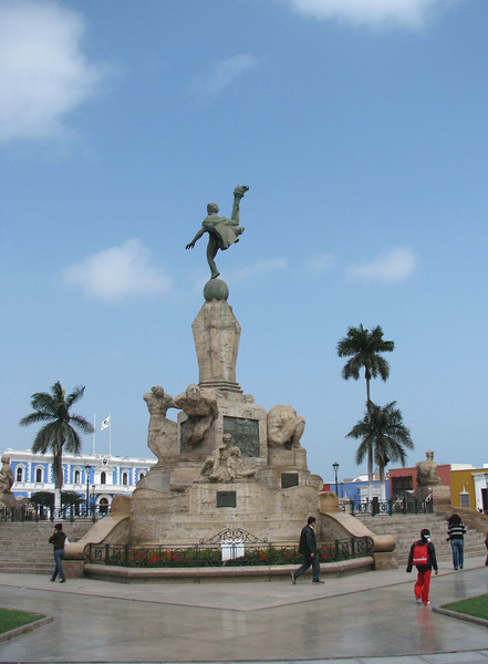 The main plaza.<br /> La plaza de armas.