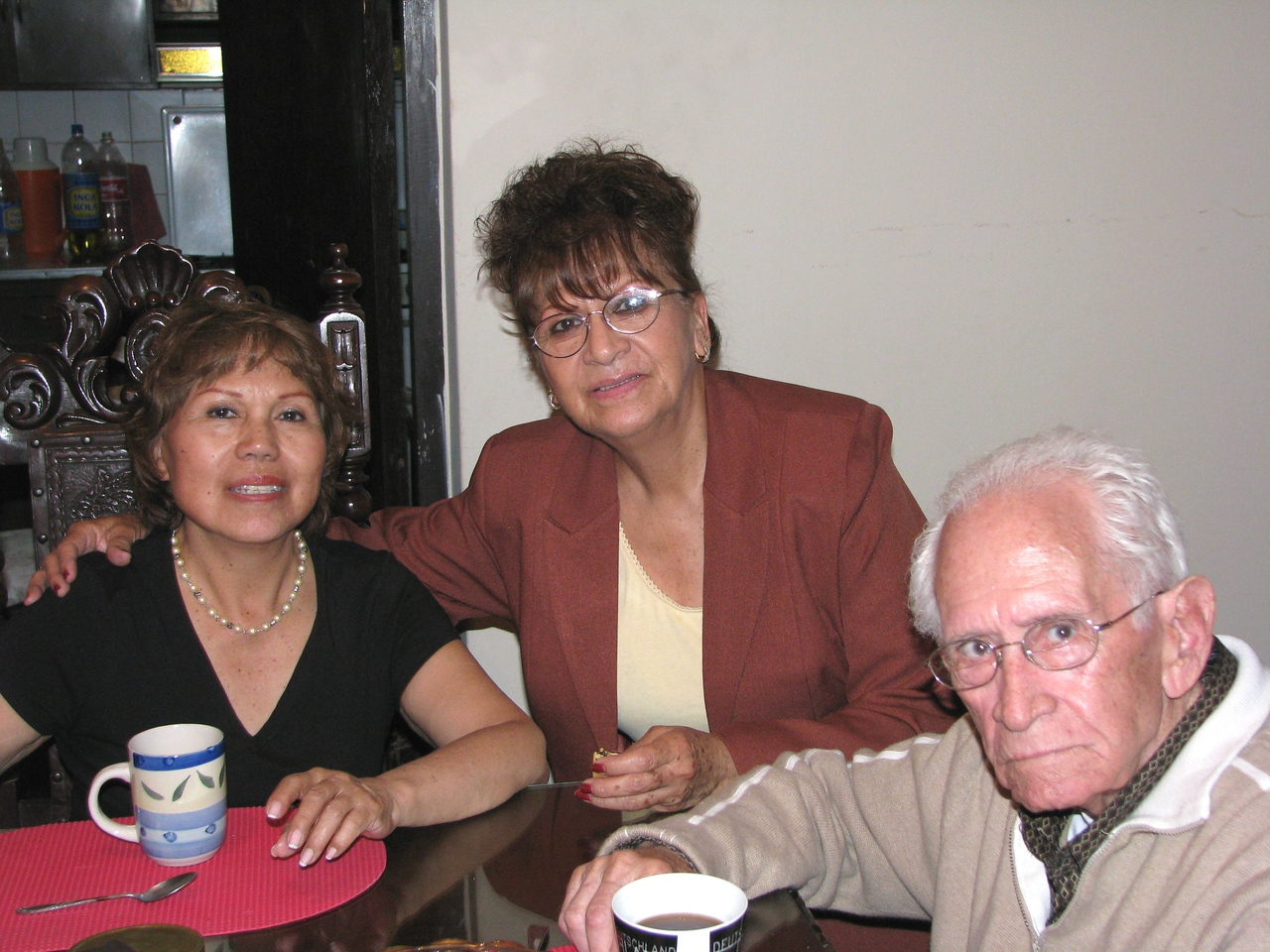 And here we meet with my in-laws...  <br /> Y aqui encontramos a mis suegros...