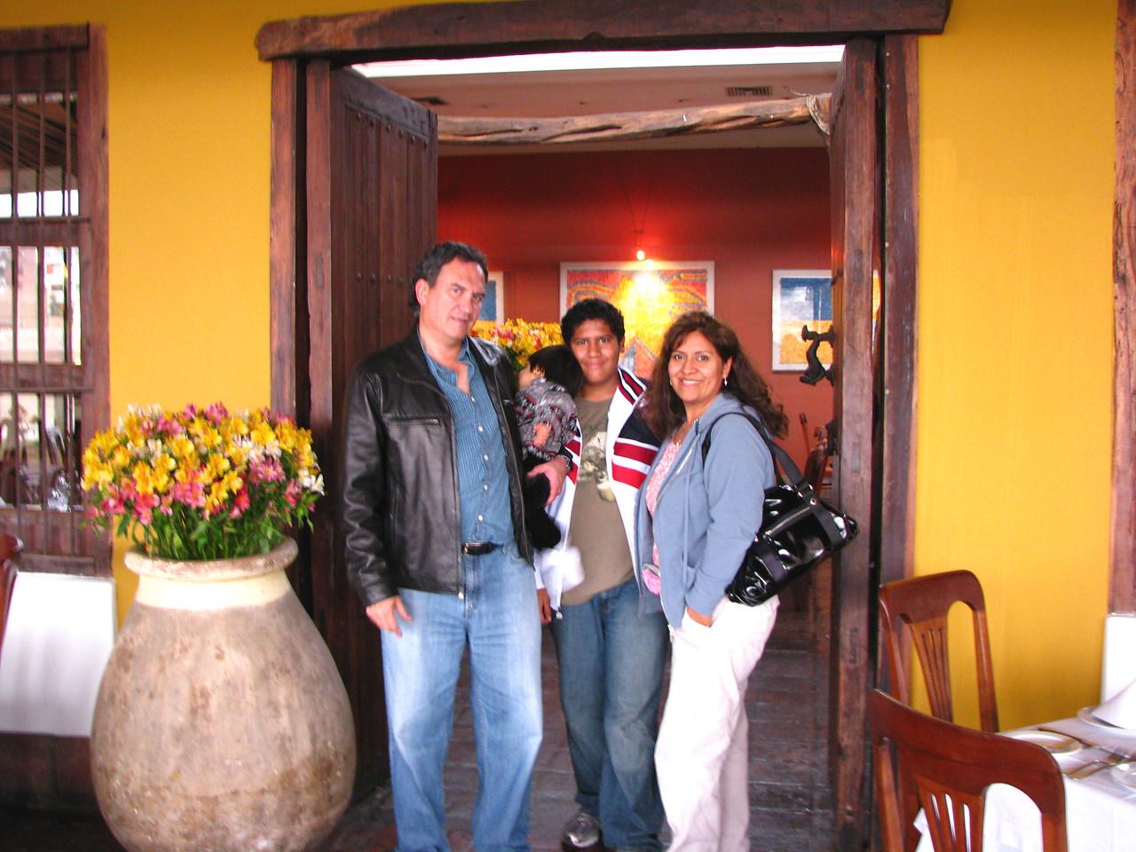 Today we are having lunch at the Huaca Pucllana, an amazing pre-inca structure with an on-site restaurant.<br /> <br /> Hoy almorzamos en la Huaca Pucllana, una estructura preinca con un restaurante hermoso en el lugar.