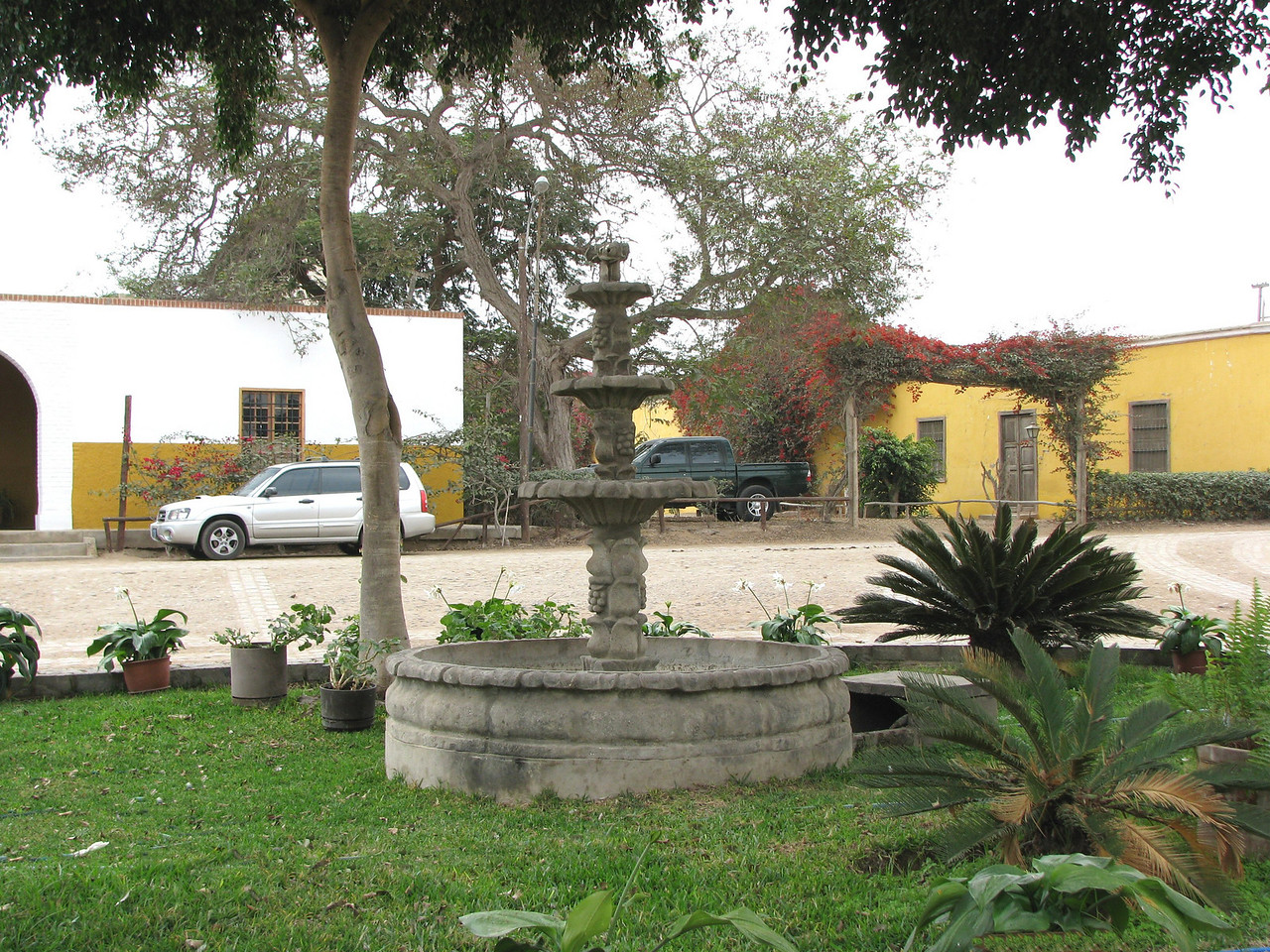 The central square.<br /> La placita central.