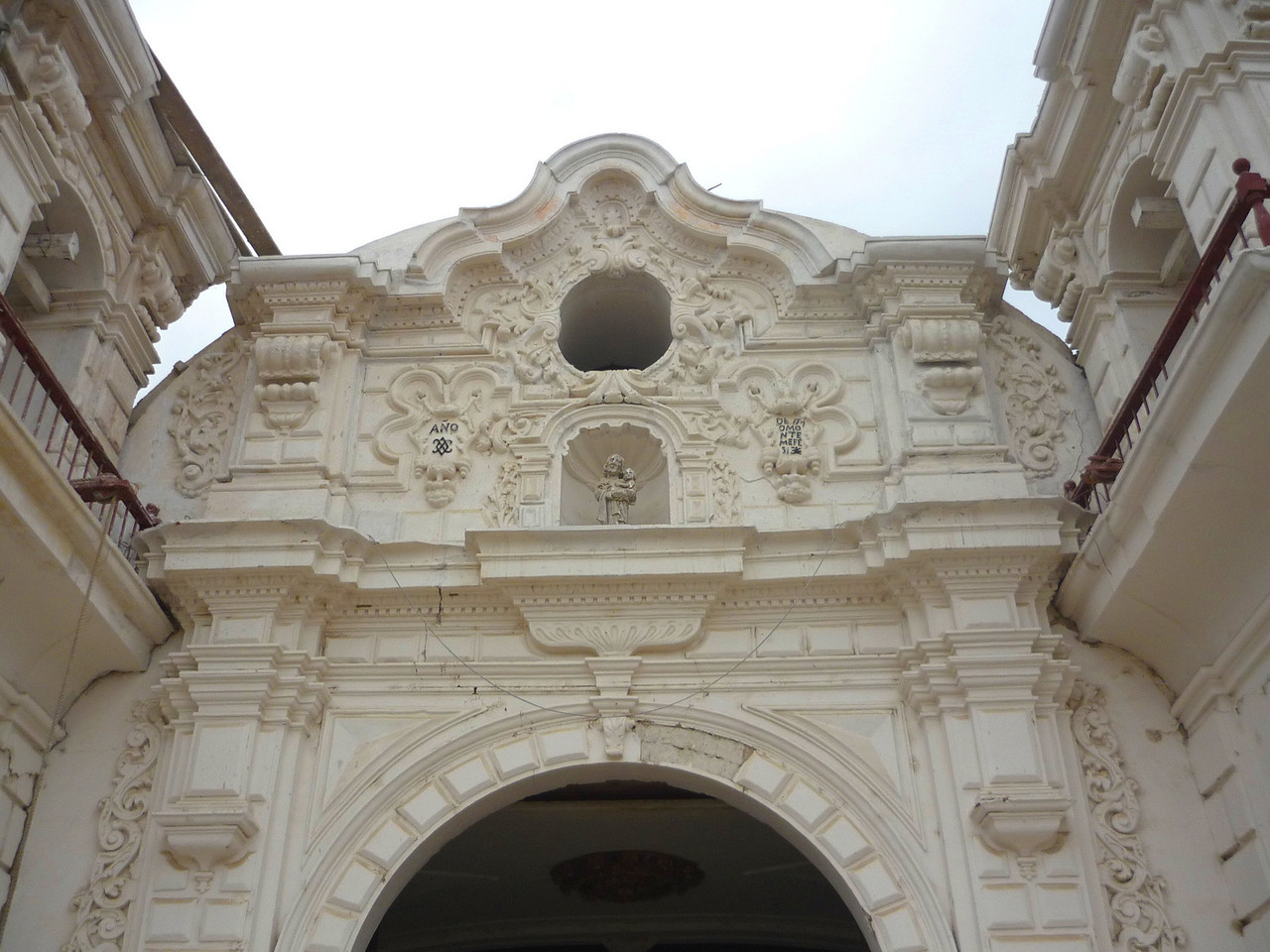 Frontis of the Chapel.<br /> Entrada de la capilla.