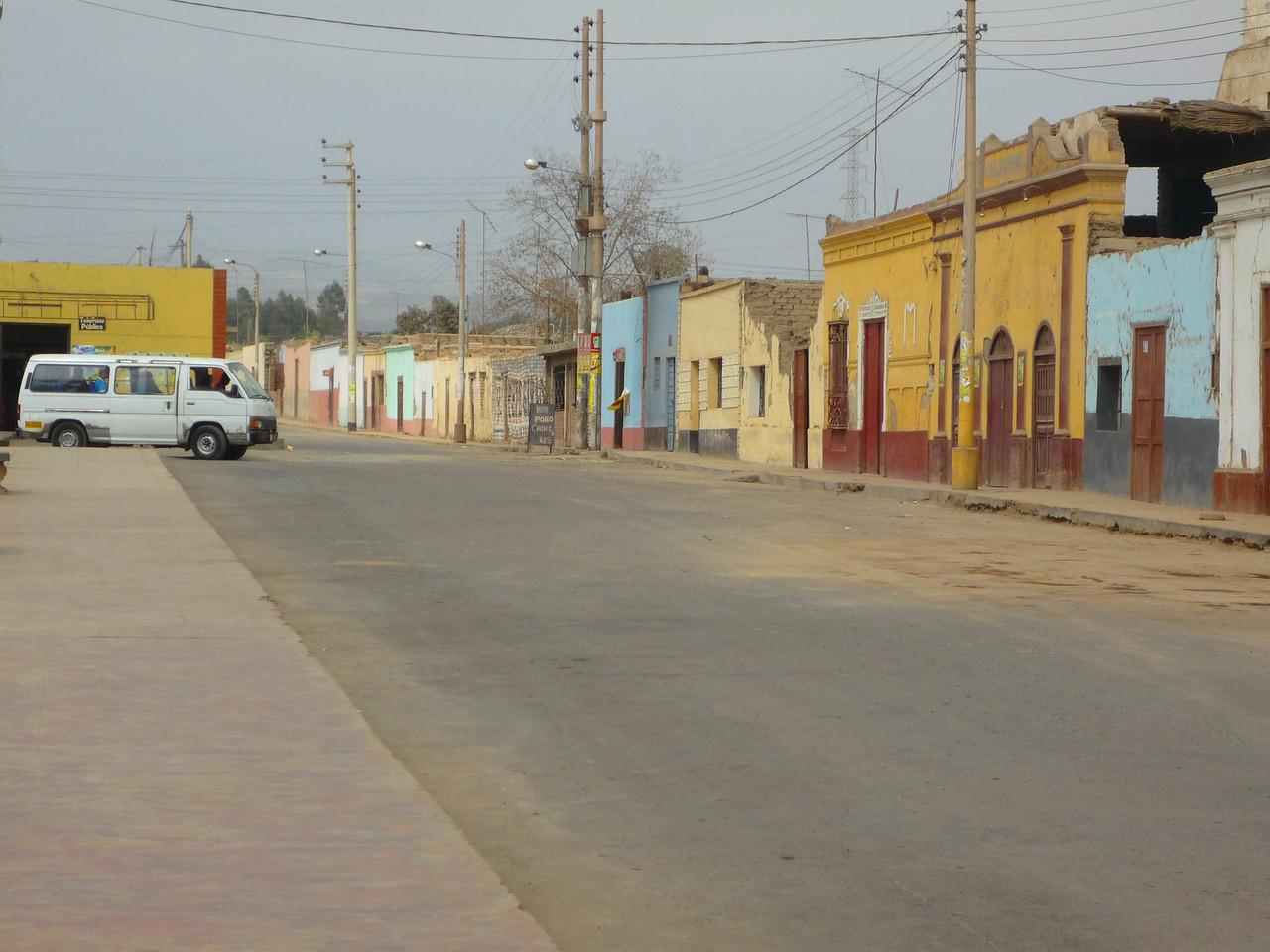 The city of El Carmen also endured destruction after the earthquake.<br /> La ciudad de El Carmen tambien sufrio consecuencias del terremoto, muchas casas se vinieron abajo.