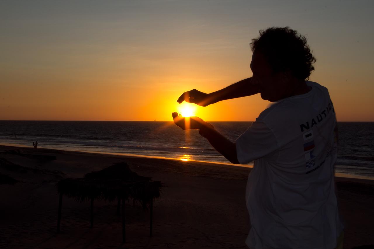 Me juro que me bajaria el sol y las estrellas, ya cumplio con el sol....