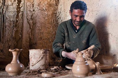 Clay worker from Tozeur, Tunisia.