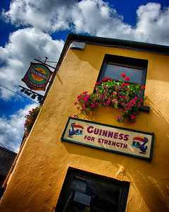 A pasue for lunch and a Guiness in  Caherdaniel while traveling the Ring Of Kerry.