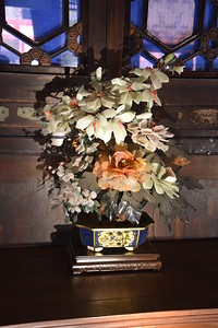 ... Or this vase with flowers made out of jade.