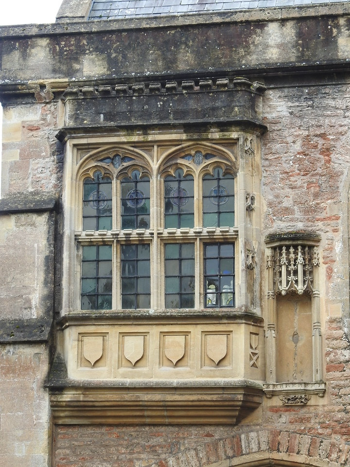 Ancient Windows, Wells