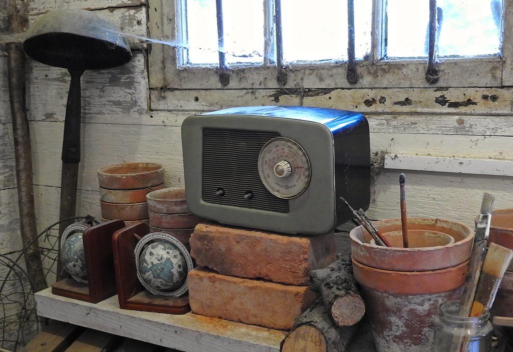 Old Radio, Hidcote
