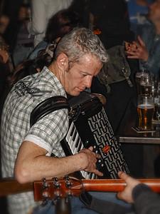 A few locals playing great irish music in a pub in Kilearney!
