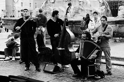 Musicians in the Piazza del Pantheon