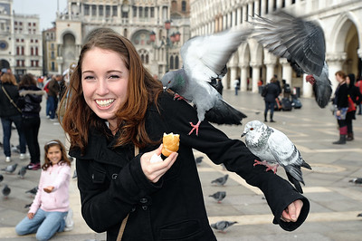 Meghan feeding the pigeons in San Marco Piazza.