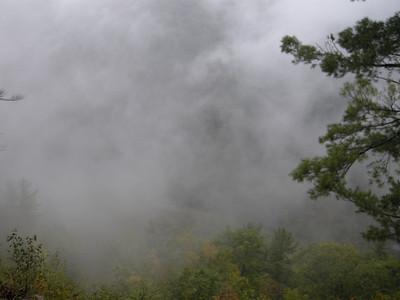 can you see Pine Creek 800 feet below?