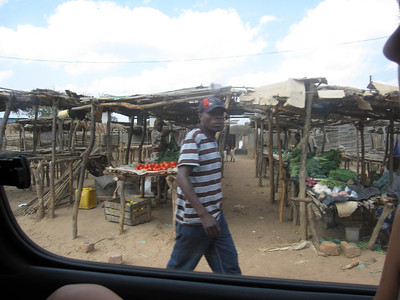 Roadside market in Kantolomba