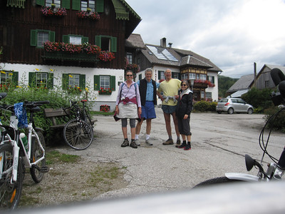 The bike team stops in Obersdorf