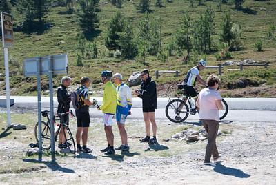 Heading toward Porto - Bikers at the pass
