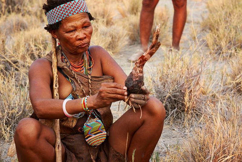 San Woman uncovers edible tuber