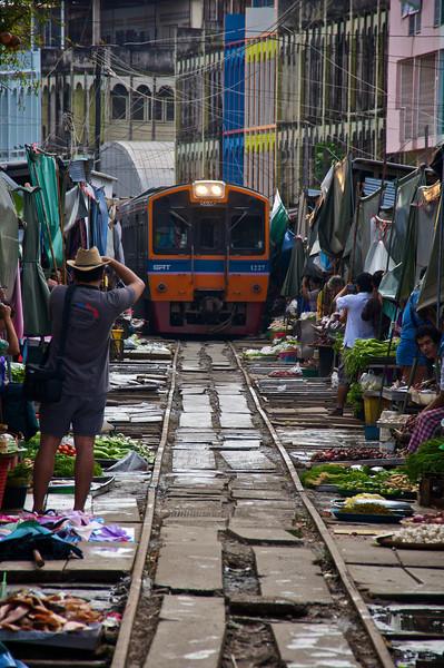 Vendors withdraw as the train comes through - Samut Songkhram - southwest of Bangkok