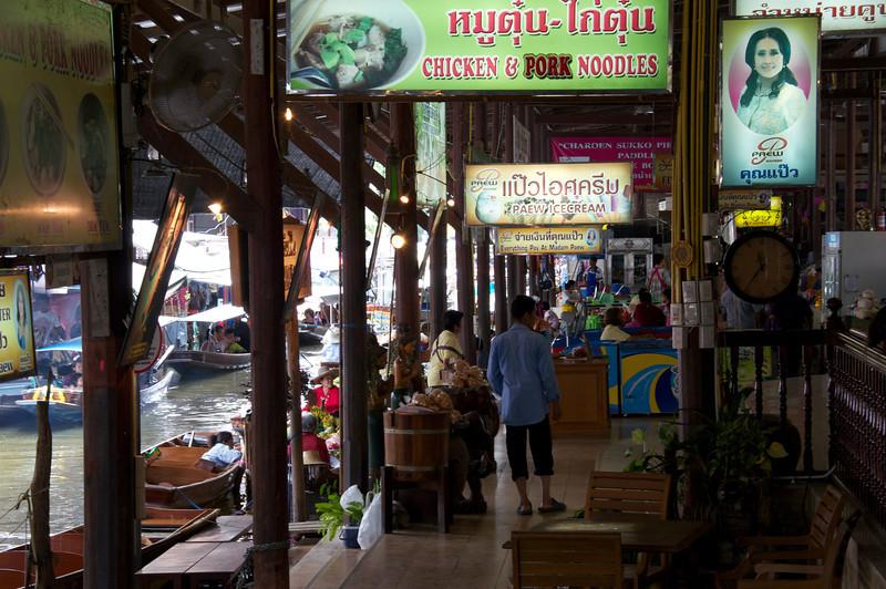 Pavillion floating market Mae Kong