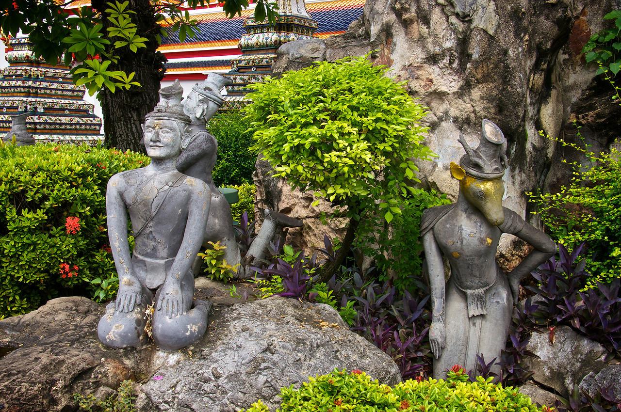 Garden statues - Wat Pho - Bangkok