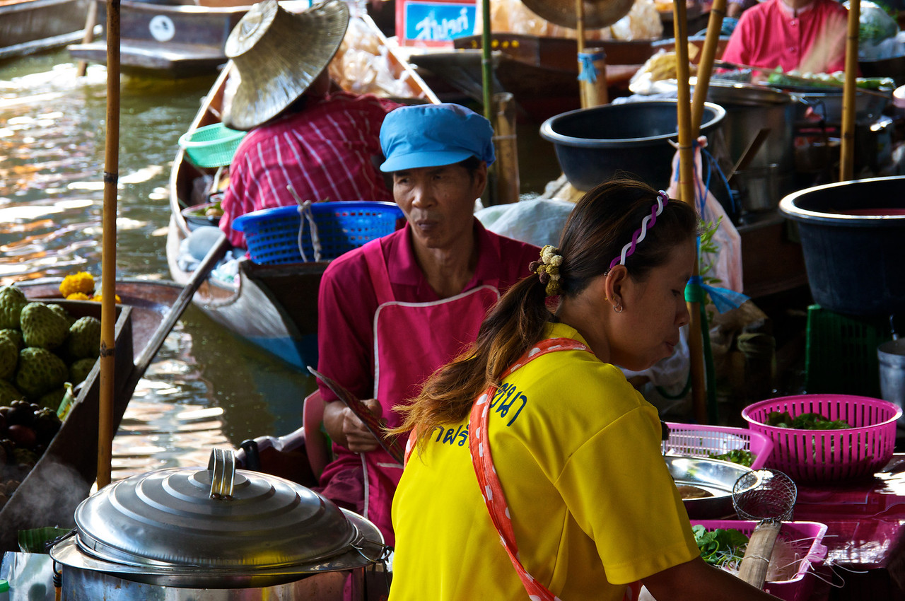 cooker floating market